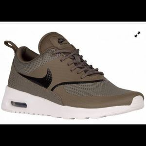 Air Max Thea olive green